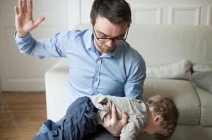 Жестокое отношение с усыновленными детьми